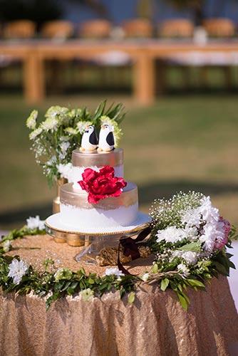 Joshua and Shona | super cute penguin wedding cake