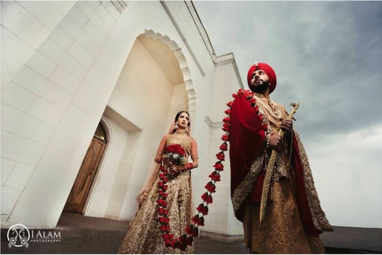 Indian bride and groom in their royal wedding wearing a gathbandhan made of flowers