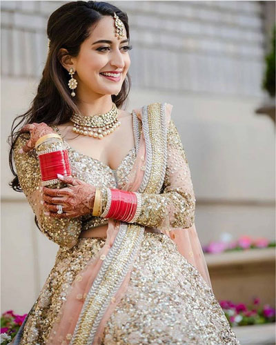 Indian bride in a pretty gold shimmer lehenga | bridal lehengas colours for the Indian Skin tone
