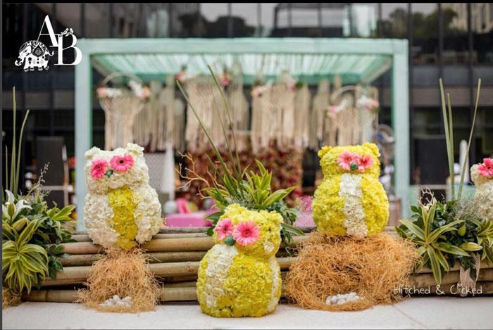 flower owls for mehendi decor by Abhinav Bhagat events