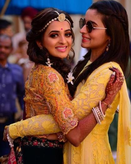 Alia with kripa on mehendi | Glamour, Girls and Goals – Trending & how #TheMehtaWedding in Jodhpur & its Bollywood Bridesmaid!