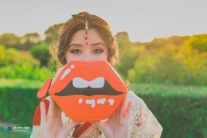 Bride holding lip pouch   #TrendingAF – Best Bridal Lipstick Shades to be a pouty bride!