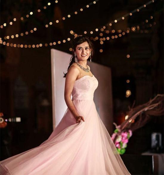 Pankhuri dancing | #CelebrityWedding - Gautam &Pankhuri's FORT-ful wedding in Alwar!