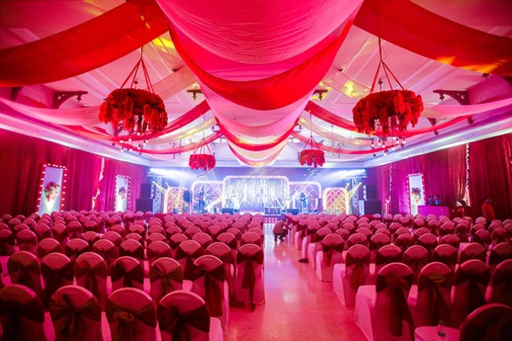 red and gold themed sangeet by Krayonz entertainment | Goa wedding