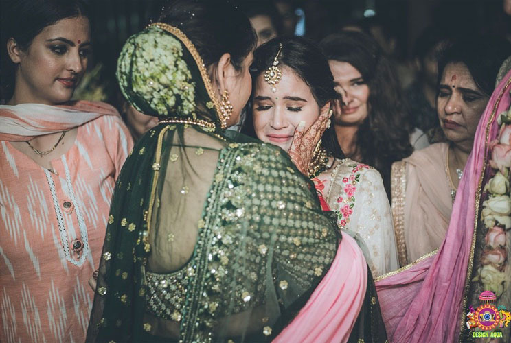 Sister of the bride | Indian bridesmaids | Shiv Shakti Sachdev | Indian weddings | Maid of Honour | Indian wedding Photography | Photos every bridesmaid needs | Candid pictures | Vidaai pictures | Sisters bond |