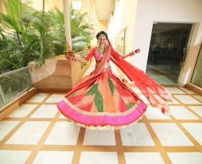 Tanushree and Abhineet | Real Indian Weddings | Featured on WittyVows | Leheriya lehenga | Hand painted card |