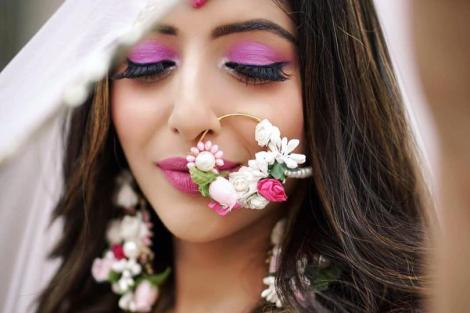 Floral nath | Nose Ring | Traditional Indian jewellery | Flower jewelry | Real flowers in Nath | Mehendi jewelry ideas | Dry flower jewelry |