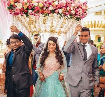 Trending New ideas for Phoolon ki Chadar | Different types of Phoolon ki Chadar | Bridal entry | Bridal swag | With real flowers and hanging kalires | Kaleerein decor |