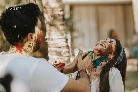 Couple Pictures | Newlyweds | Post Wedding Photo Shoot | Couple Goals | Love | Holi Celebrations | Firts Holi after wedding | Romantic | Couple Photoshoot | Candid Photography |