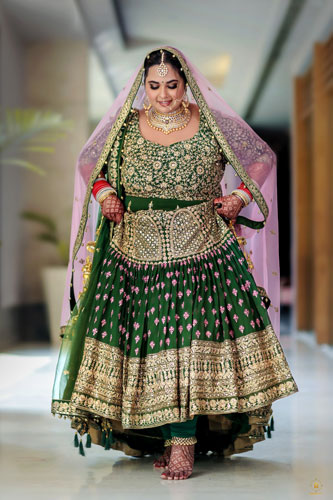 Bridal photography | Poses for brides | Indian bride | Cury girls | Plus Size bridal fashion | Trending now | Inian wedding photographer