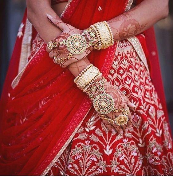 Pretty Hathphool | Unique designs | White chura | Kade | bangles | Bridal Jewellery | Bridal photography |