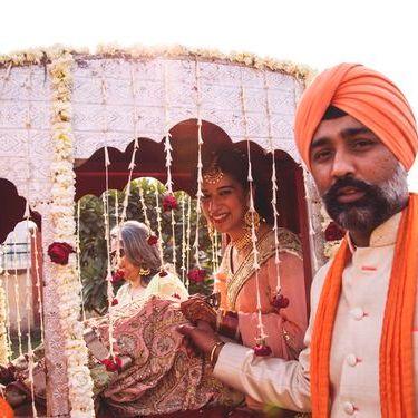 pretty new doli designs | Stunning Indian Bride | Indian Wedding | Doli | palki | Bridal entry | Vidaai | Bidai | trending new wedding trends | 2020 wedding |Palki ideas | Indian Wedding | Vidaai | Bidai | Palki decoration | Trending vidai ideas | Wedding photography | Stunning | Silver Doli | Bridal inspiration | Sikh Wedding | Day wedding | Blush pink