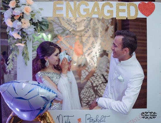 Cute couple potraits | Photobooth ideas | Couple poses | Indian celebrity engagement | Niti Taylor | Twinning goals | engagement outfits | Photobooth props