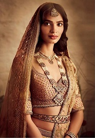 Heritage Brides   Indian bridal Fashion   Belt   Dupatta Draping ideas   Wedding wear