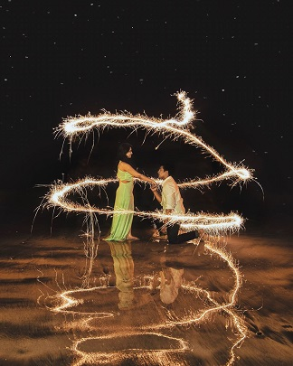 Diwali ideas | Light painting | Pre Wedding photography | Romantic couple pictures | Getting married