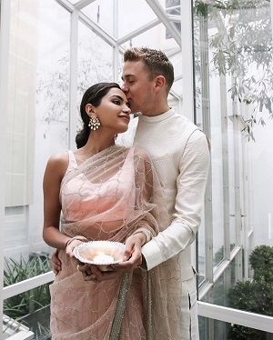 Indian Influencer Diipa Khosla | Pastel pink Saree | Diwali parties | First Diwali as Newlyweds | Just Married | Couple Goals | indian Bloggers