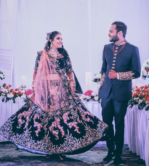 bridal wear ideas | bride and groom reception look | A beautiful love story of Stuti and Mukul, the high school sweethearts. |A beautiful Kolkata Wedding