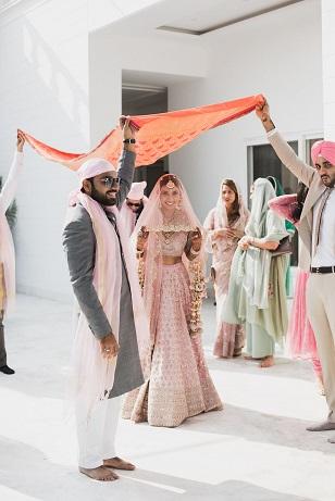 Pankhuri & Gobind | Sikh bride | Phoolon ki chadar | Bridal entry ideas | Phulkari dupatta