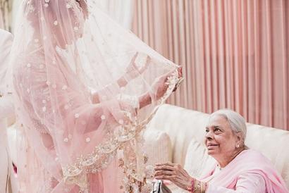 Candid wedding Photography | indian wedding photographer | Grandparents at wedding | Pinka nd gold |