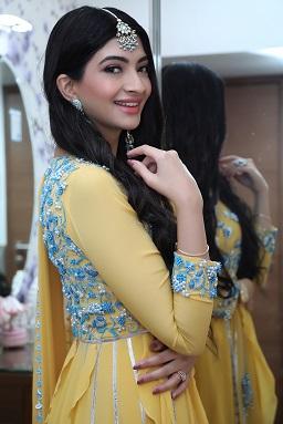 Hanna & Shahrukh | Roka outfit ideas | Blue embroidery | Suit for Indian brides | Mangtikka | Earrings | Minimal Makeup for Roka ceremony