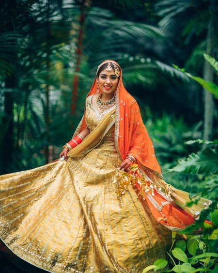 golden orage birdal lehenga | Double Dupatta Colour Combinations for indian brides | wittyvows | i#ittyvows #indianwedding #indianbride #bridallehenga #lehengacolour #ivorylehenga #goldenlehenga