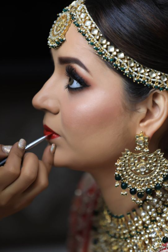 Prettiest Mehendi Outfit & Hairstyle | bride getting ready