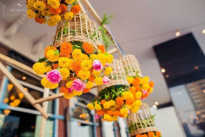 Hanging Decor Ideas | beautiful upside down flowers decor ideas