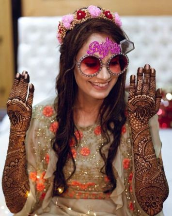 Indian bride at her mehendi ceremony | Mehendi Function Mistakes