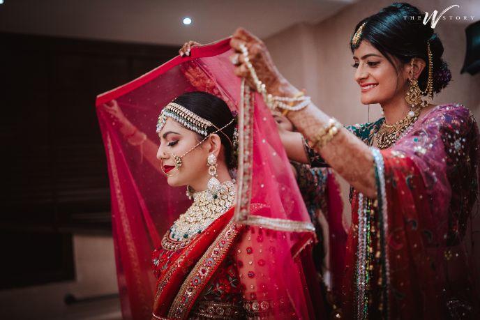 geeting ready photos of a bride | bridal dupatta | Destination Wedding in Jaipur