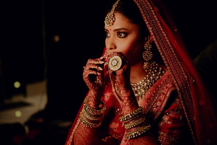 bride posing for her photoshoot | indian bridal jewellery | destination wedding in Daman