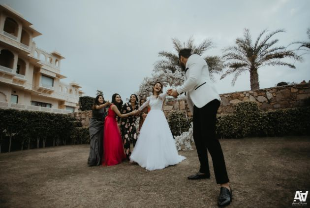 candid wedding captures