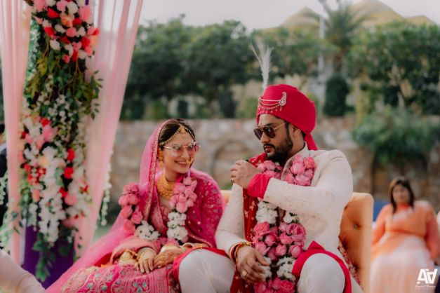 candid couple capture | Fab Matching Outfit Ideas