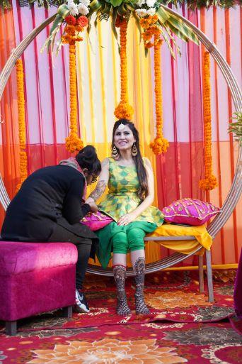 indian bride at her mehendi