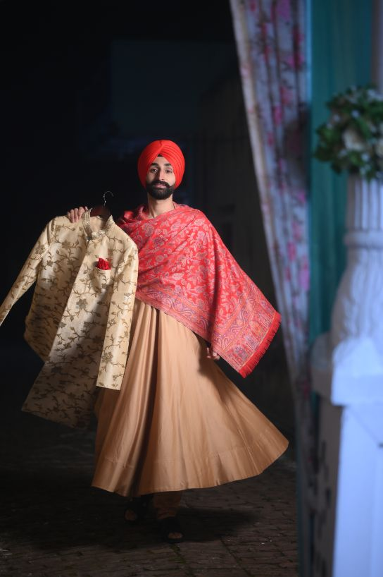 indian groom getting ready photos | wedding with a Surprise Proposal