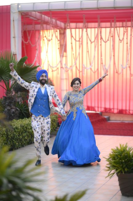 fun filled couple entry