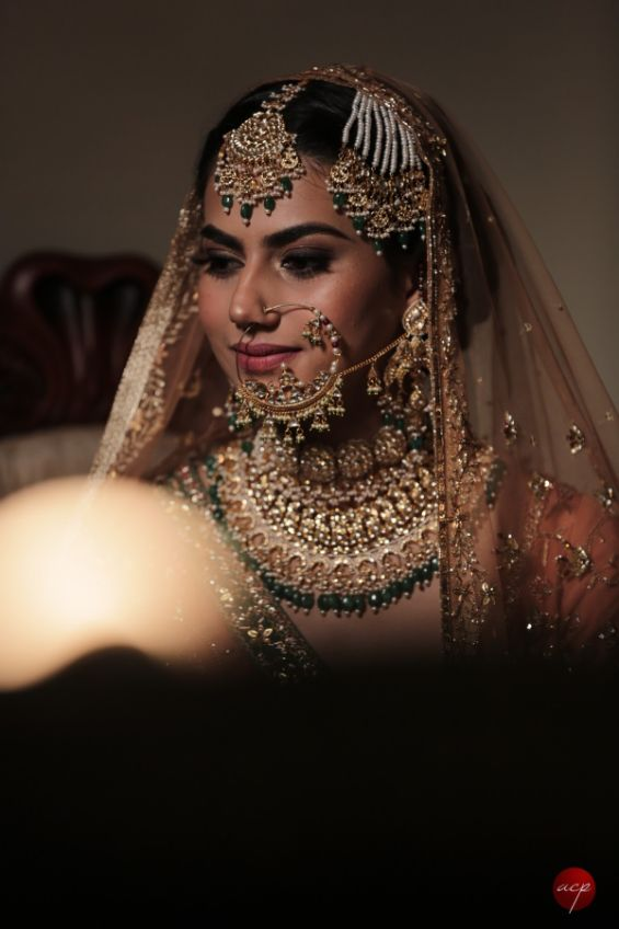 indian bride posing for bridal portraits | beautiful wedding jewellery