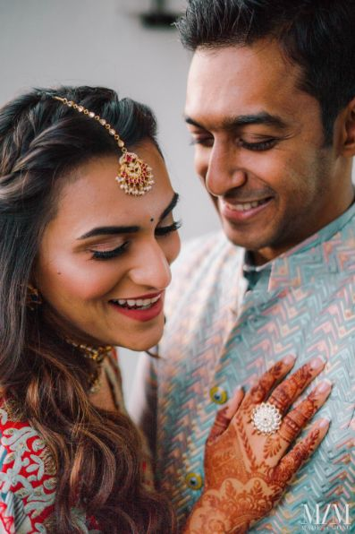 indian couple photo ideas for mehendi ceremony day