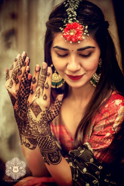 indian bride at her mehendi ceremomy | Mirror Work Lehenga for Mehendi