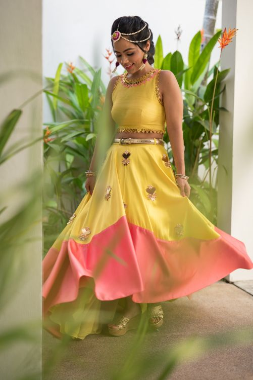 mehendi outfit | yellow lehenga and choli