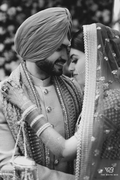 couple black and white wedding day photoshoot