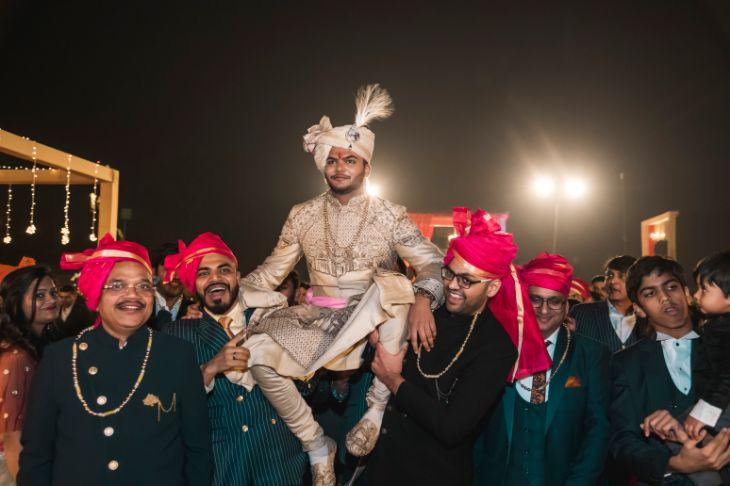 groom entry on shoulder | indian wedding diaries