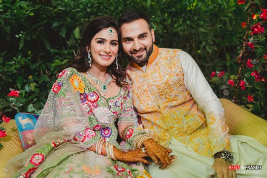cute couple photo from mehendi ceremony | matching outfit for the bride and groom | Major Mehendi Outfit Goals