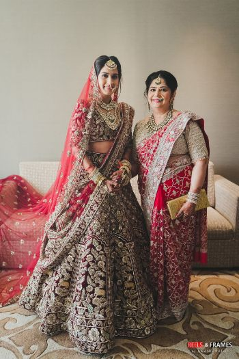 bride photo shoot with her mother