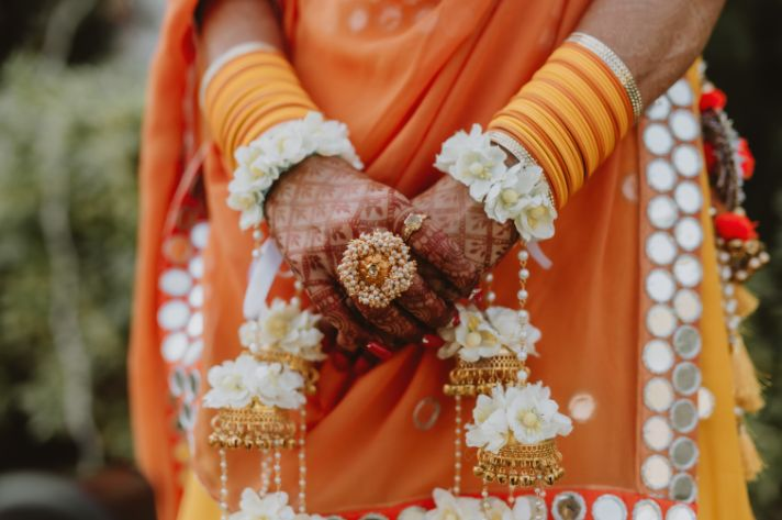 indian bridal hands | floral jewellery for the bride