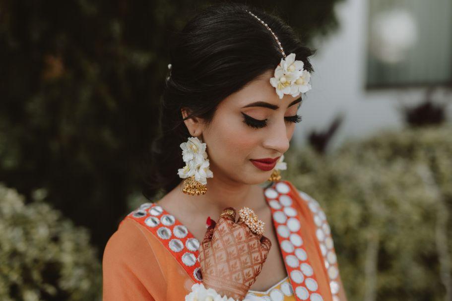 bride on haldi day | floral jewellery for haldi