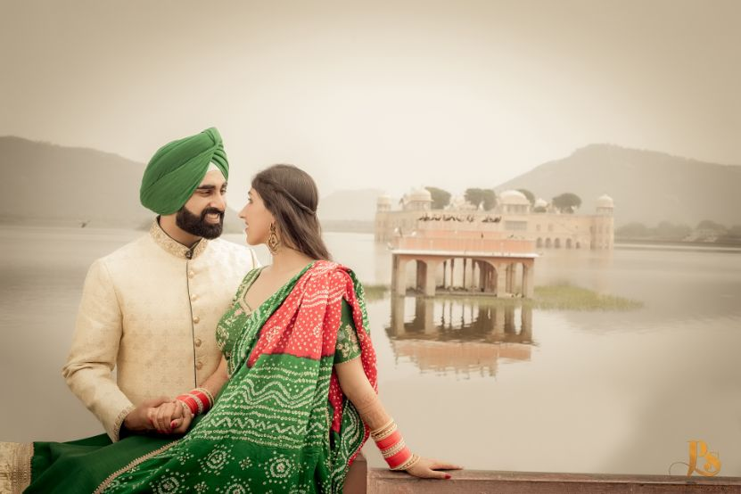 indian bride in green bhandhani outfit