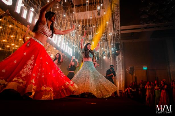 brides dance performance on sangeet day