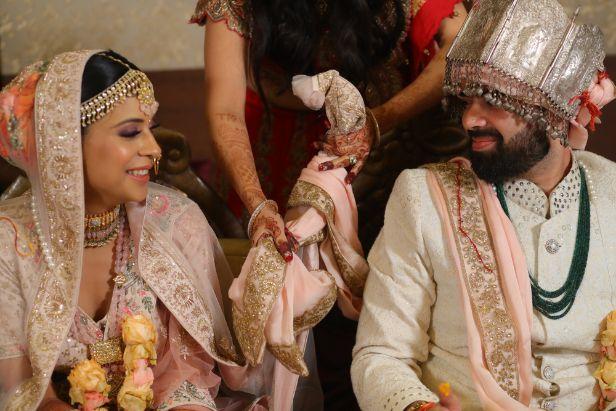 saath phera | Bridal blouse | pastel lehenga | indian bride groom  | 2020 weddings #wittyvows #indianwedding #indianbride #pastellehenga