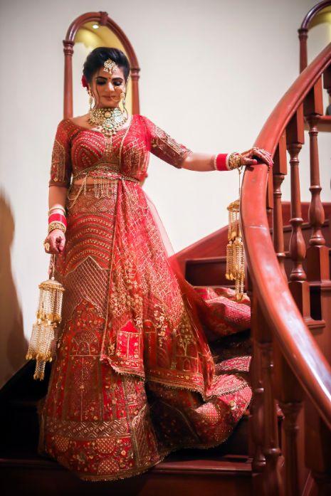indian  bride in red lehenga |  Kitsch mehendi decor