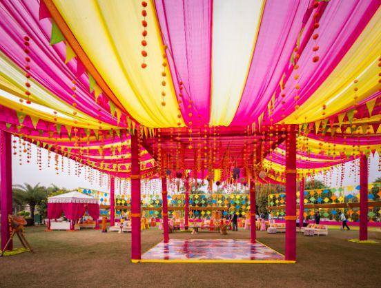 f Kitsch mehendi decor loral decor ideas | real weddings | #indianwedding #wittyvows | destination wedding Kitsch mehendi decor Decor ideas | colourful decor